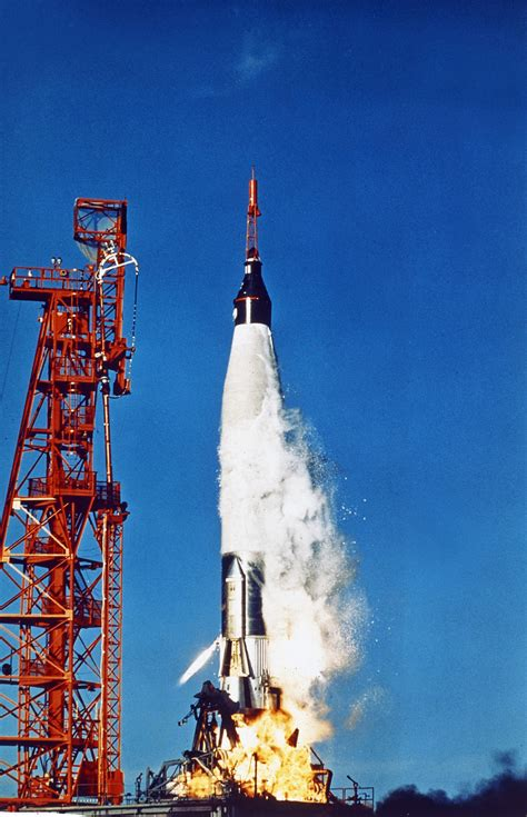 'Sigma 7' at 50: Retro Space Images recall 5th US manned
