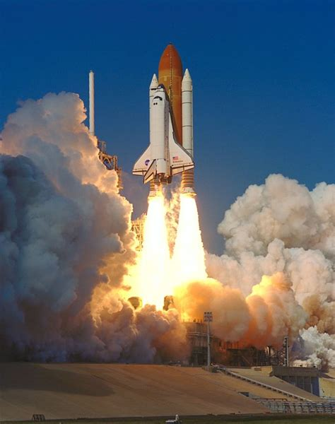 STS-99 KSC-00PP-0221 - STS-99 Endeavour lifts off from